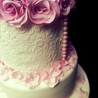 Wedding cake, roses and pearls