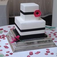 Modern monochrome wedding cake