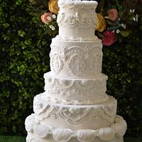 English overpiped wedding cake