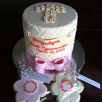 """Communion cake with cookie """"favours"""""""