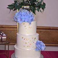 Wedding cake & gold