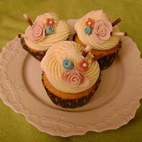 Wedding shower cupcake by binesa