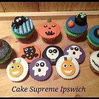 Halloween cupcake and cookies