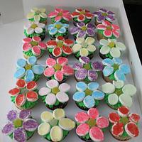 Flower Cupcakes by Lisa