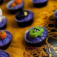 Halloween cupcakes by Komel Crowley
