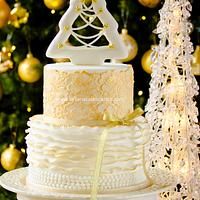White and gold christmas cake