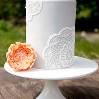 Doilie cake with peony