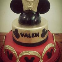 Mickey Mouse gold cake