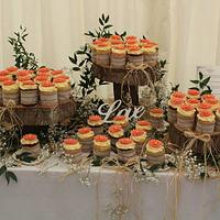 Country wedding mini cakes