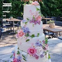 Romantic  spring  weddingcake