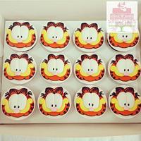 Garfield fondant topper cupcakes