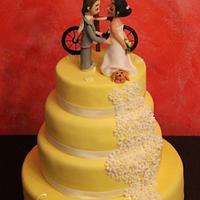 Lemon and daisy wedding cake