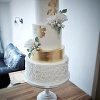 Golden elegance wedding cake