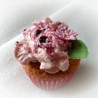 raspberry ruffle cupcake