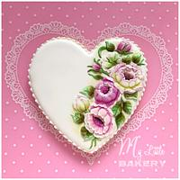 Floral heart cookie