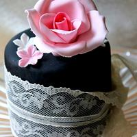 Vintage Mini Cake Pink and Black