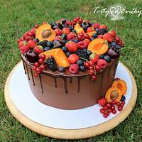 Drip chocolate cake