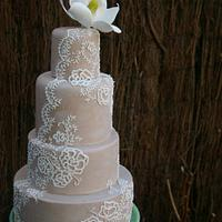 lace and magnolia cake