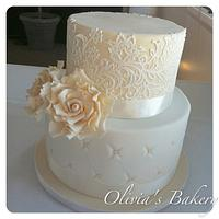 Vintage Lace & Rose Wedding Cake