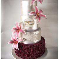 Lilies and Pearly Wedding Cake