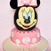 Lifesize Minnie Mouse face cake