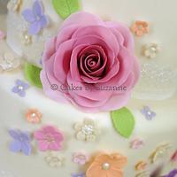 Flower cascade cake and cupcakes