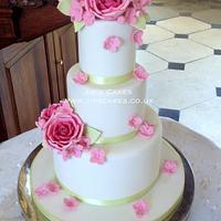 Romantic elegance - Roses and hydrangea