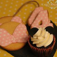 Minnie mouse cookies and cupcakes