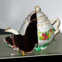 teapot cake by Gabriella Luongo