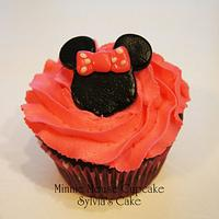 Minnie Mouse cake and cupcakes by Sylvia Cake