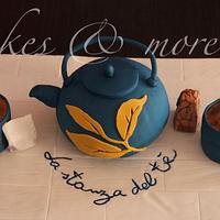 Teapots and cups cake