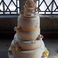 Dazzlelicious Vintage wedding cake.