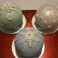 mini round ball cakes