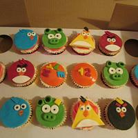 Angry bird cupcakes by Hellocupcake