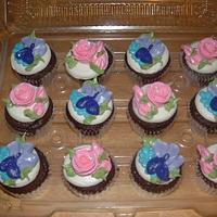 Pretty Flower Cupcakes by Jennifer C.
