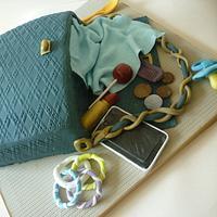 'Working yummy mummy' handbag spill cake