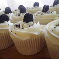 Light & Fluffy Oreo Cupcakes