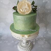 Green sparkle cake