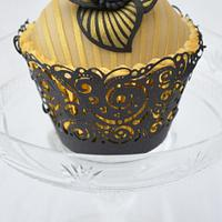 Gold stripe cupcake.