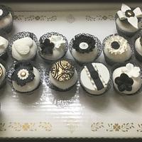 Black ,White & Gold Cupcakes
