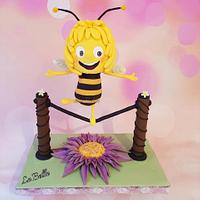 Maya the bee gravity cake