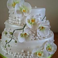 Weddingcake, with champagne bubbles and orchids