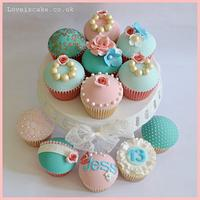 Vintage cupcakes and matching box