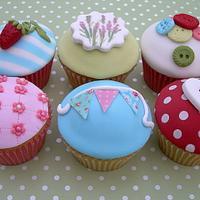 Shabby Chic Cupcakes by sarah