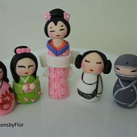 Kokeshi doll gumpaste topper