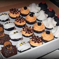 Halloween cupcakes, headstone, spider, mummy & ghost