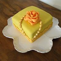 Golden pearls and rose cake