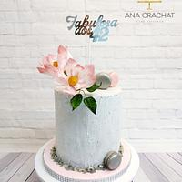 Magnolia crackle birthday cake
