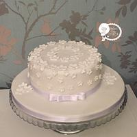 Simple white flower rememberance cake