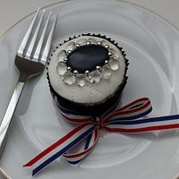 Cupcakes to celebrate the Royal wedding by Victorious Cupcakes